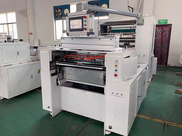 Sandwich-Paper-Roll-To-Sheet-Cutting-Machine-2