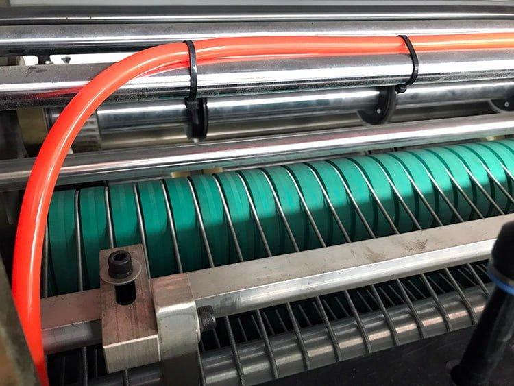 Sandwich-Paper-Roll-To-Sheet-Cutting-Machine-5