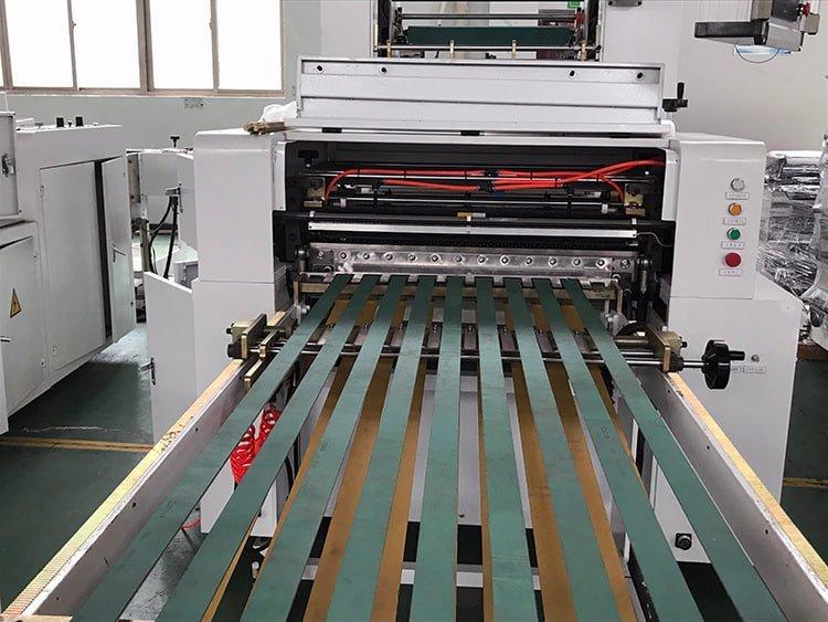 Sandwich-Paper-Roll-To-Sheet-Cutting-Machine-7