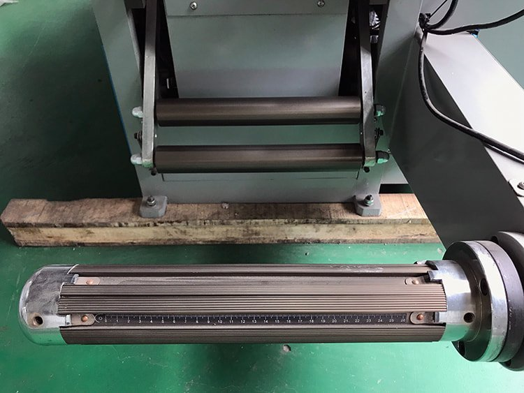 ADC-420 Industrial-Die-Cutting-Machine-10